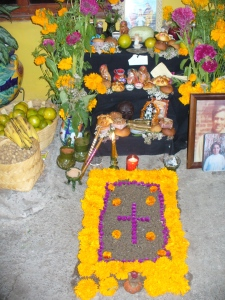 Juana's ofrenda for her angelitos