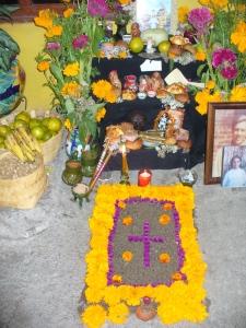 Juana's ofrenda for her angelitos