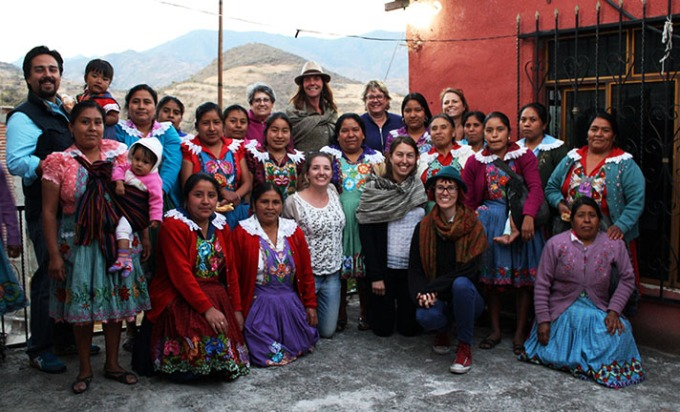 En Vía volunteers and loan recipients in San Miguel del Valle, Feb. 2015