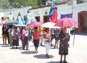 Women carrying the image of Mary in  Teposcolula