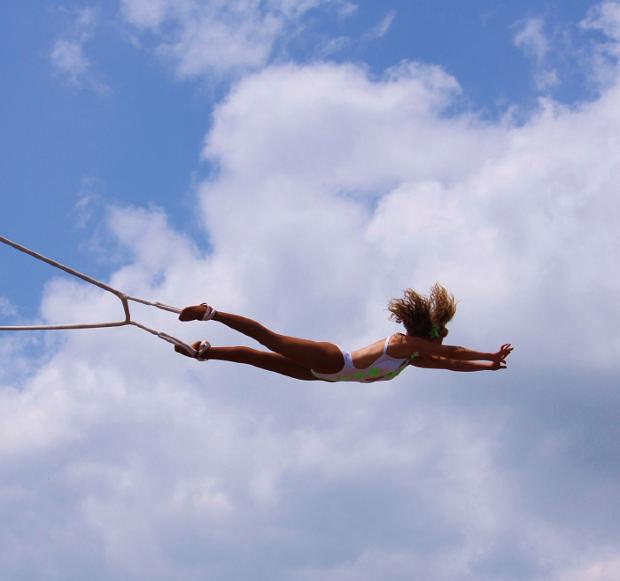 woman-trapeze