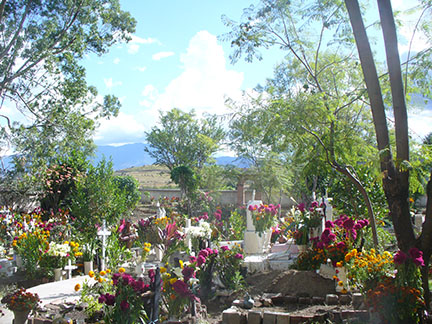 Teotitlán del Valle's cemetery: nobody home
